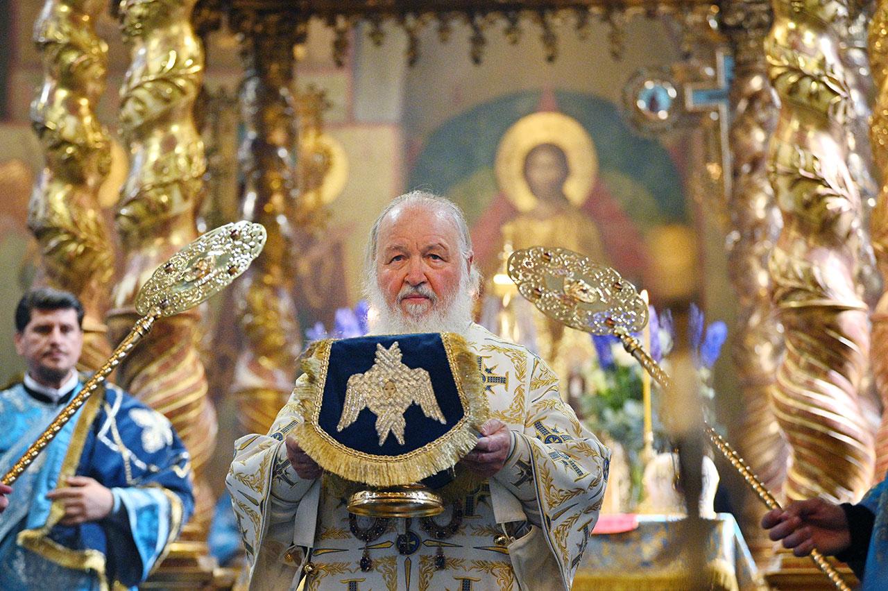 В праздник Донской иконы Божией Матери Святейший Патриарх Кирилл совершил Литургию в Донском монастыре