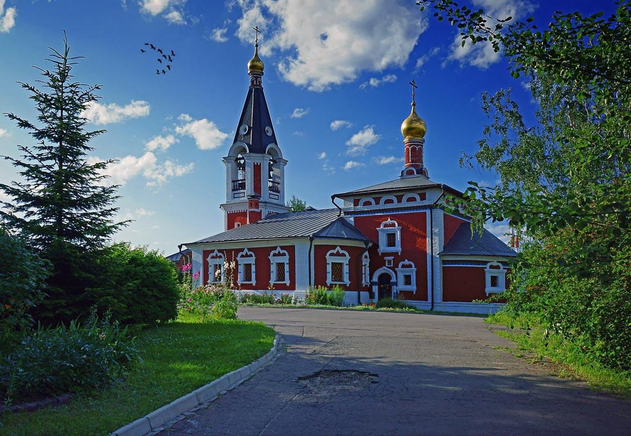 Храм свт. Николая Мирликийского, чудотворца в Сабурове