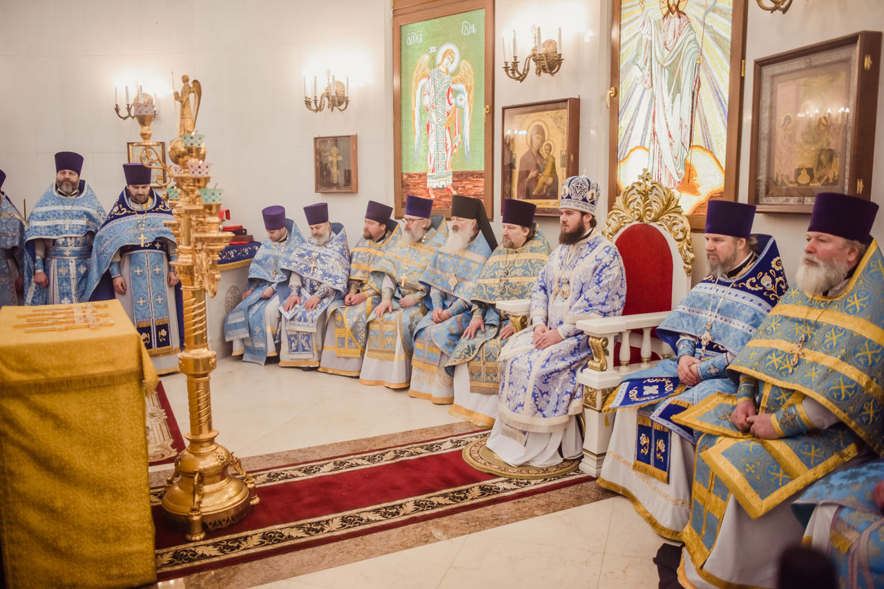 Божественная литургия в храме Живоначальной Троицы в Орехове-Борисове
