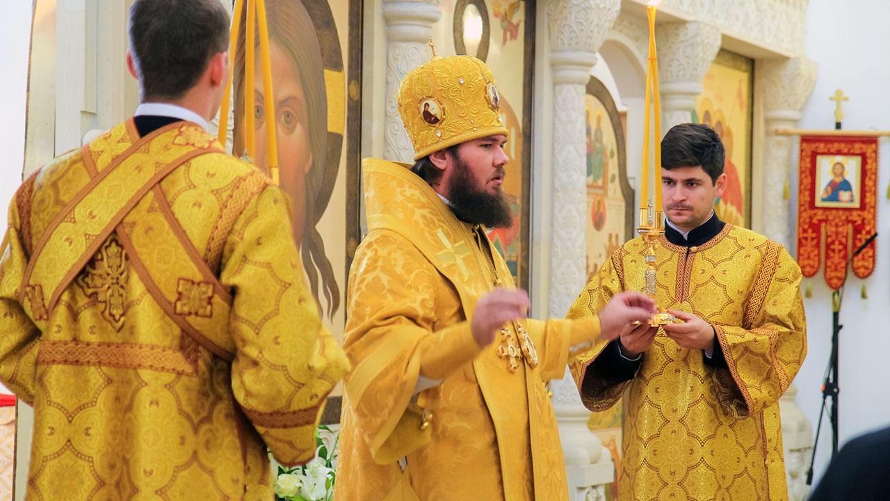 Божественная Литургия в храме св. вмч. Димитрия Солунского в Хорошеве г. Москвы