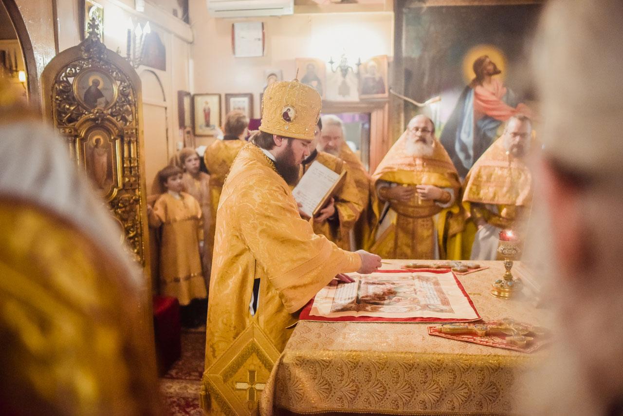 Божественная литургия в храме свт. Николая Мирликийского в Бирюлёве