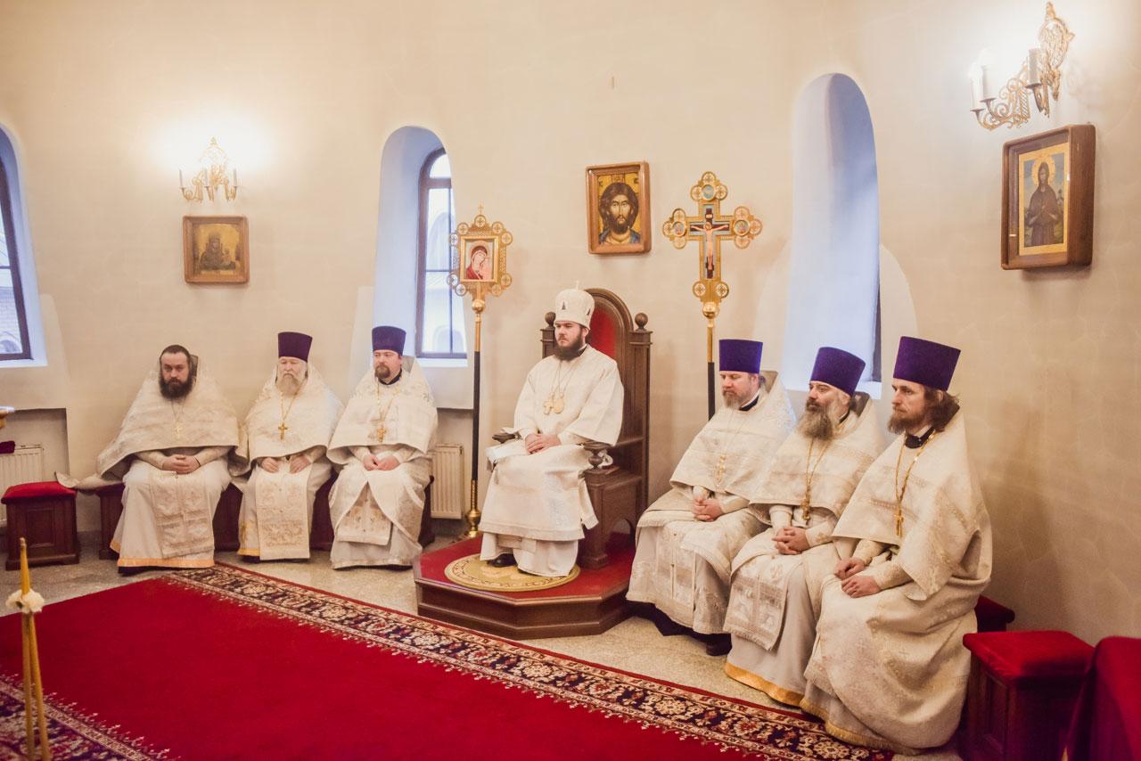 Божественная литургия в храме Покрова Пресвятой Богородицы в Орехове-Борисове Южном