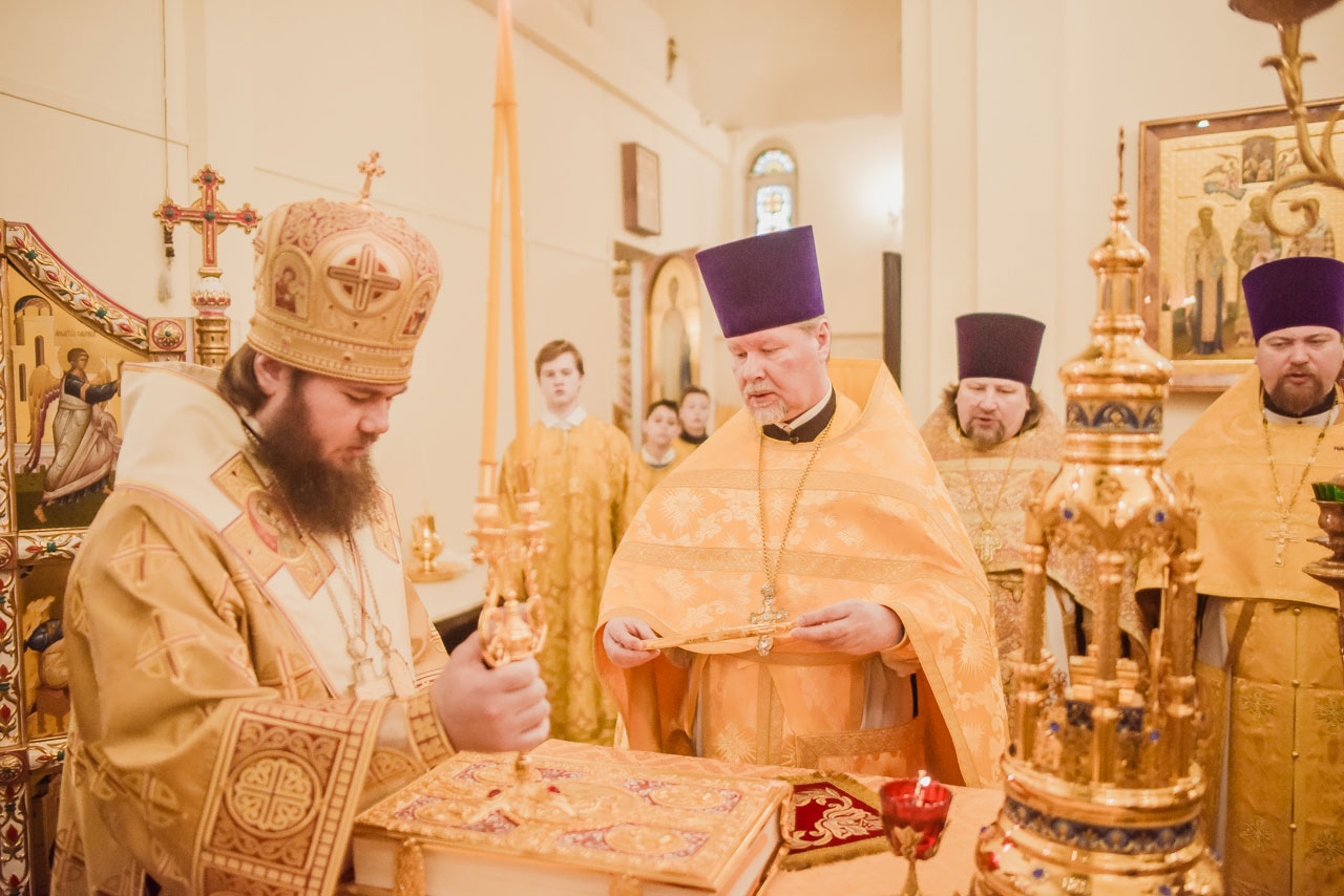 Божественная литургия в храме в честь святителя Спиридона Тримифунтского в Нагатинском Затоне