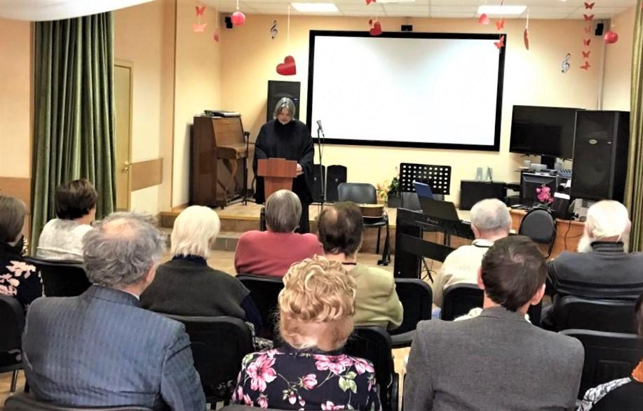 Просветительская беседа в Центре социального обслуживания
