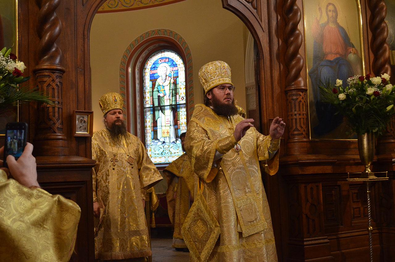 Божественная литургия в Петропавловском храме Подворья РПЦ в Карловых Варах (Чехия)