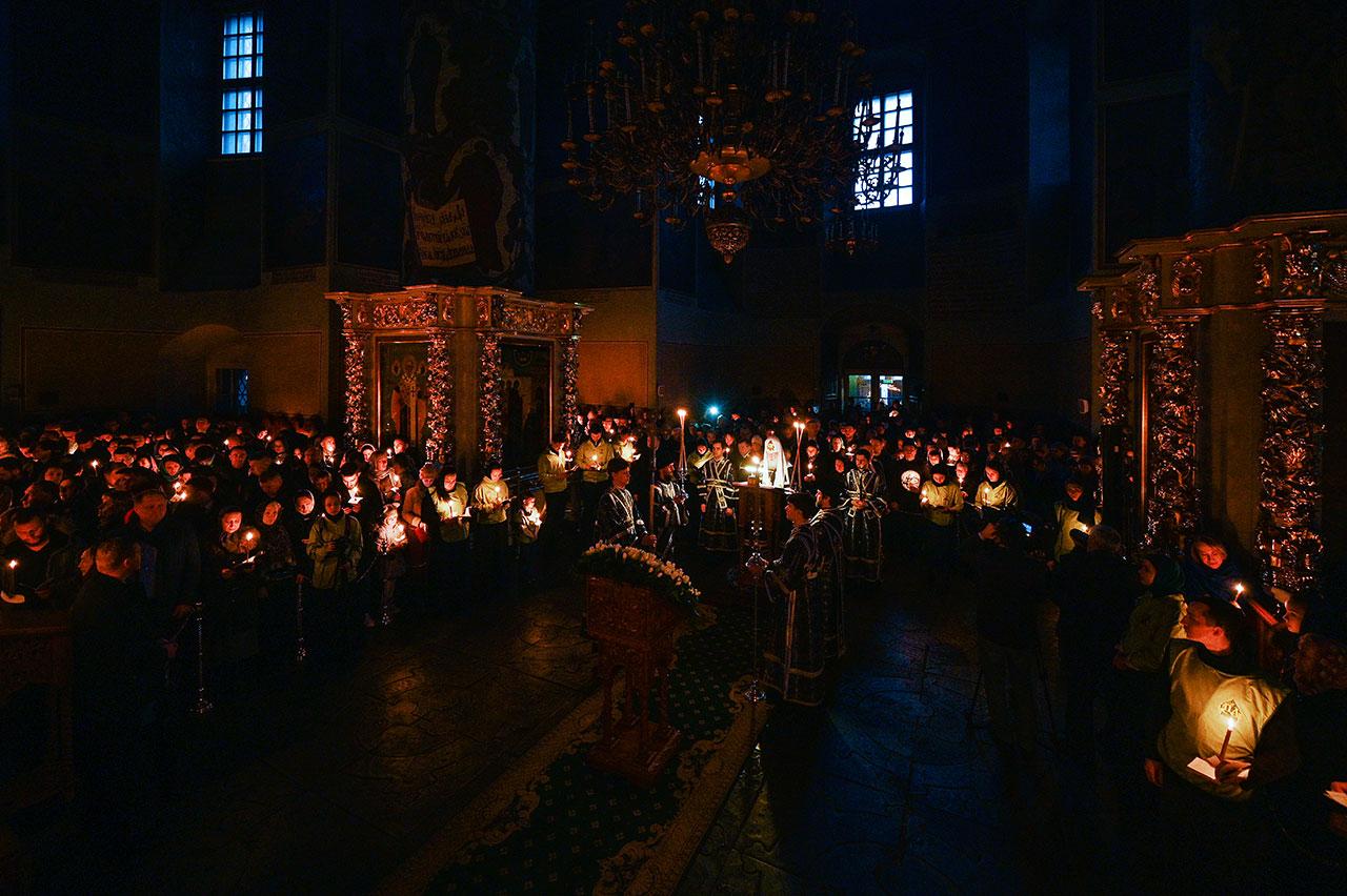 В четверг первой седмицы Великого поста Святейший Патриарх Кирилл совершил повечерие с чтением Великого канона прп. Андрея Критского в Донском ставропигиальном монастыре
