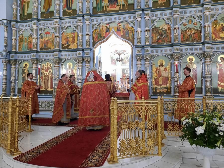 Пасхальное ночное богослужение в храме Державной иконы Божией Матери в Чертанове