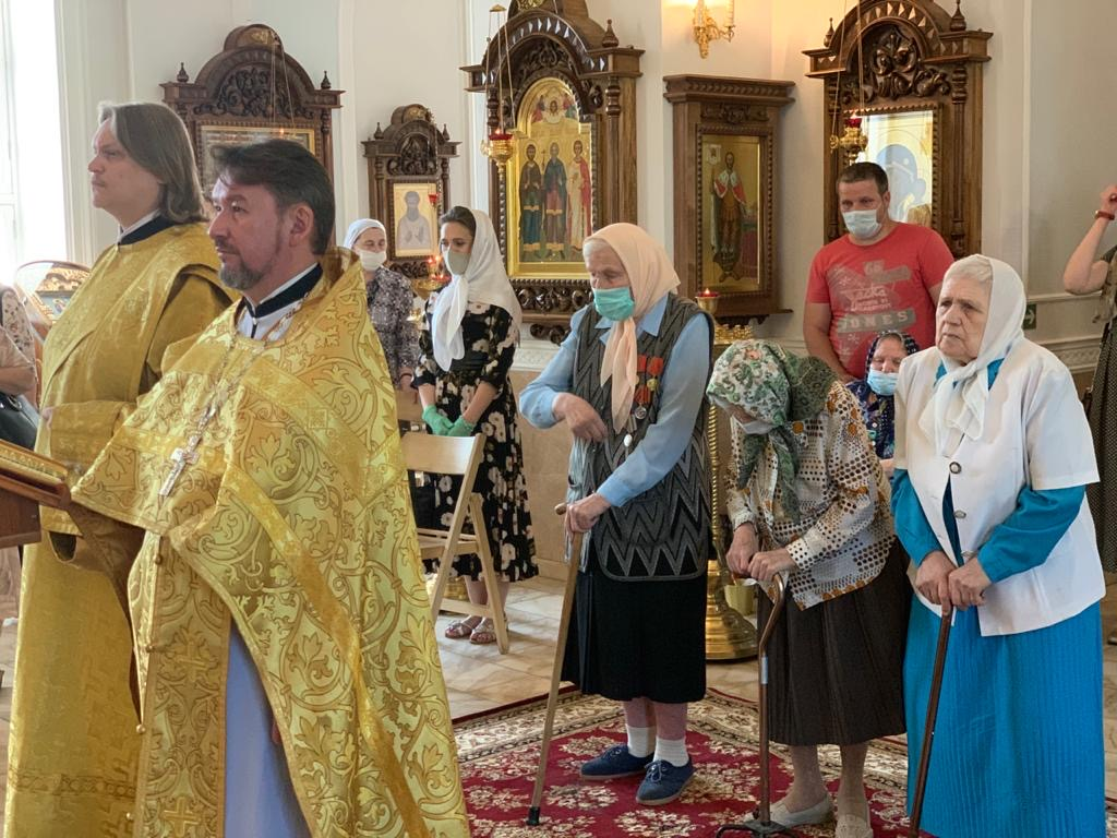 Поздравление ветеранов в храме Живоначальной Троицы в Борисове