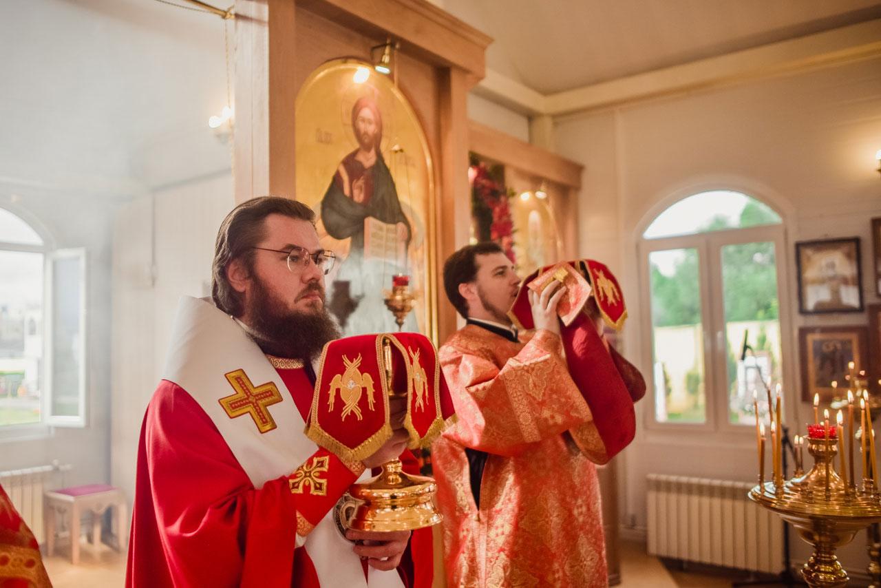 Епископ Бронницкий Фома совершил Литургию в храме царя страстотерпца Николая II в Южном Чертанове г. Москвы