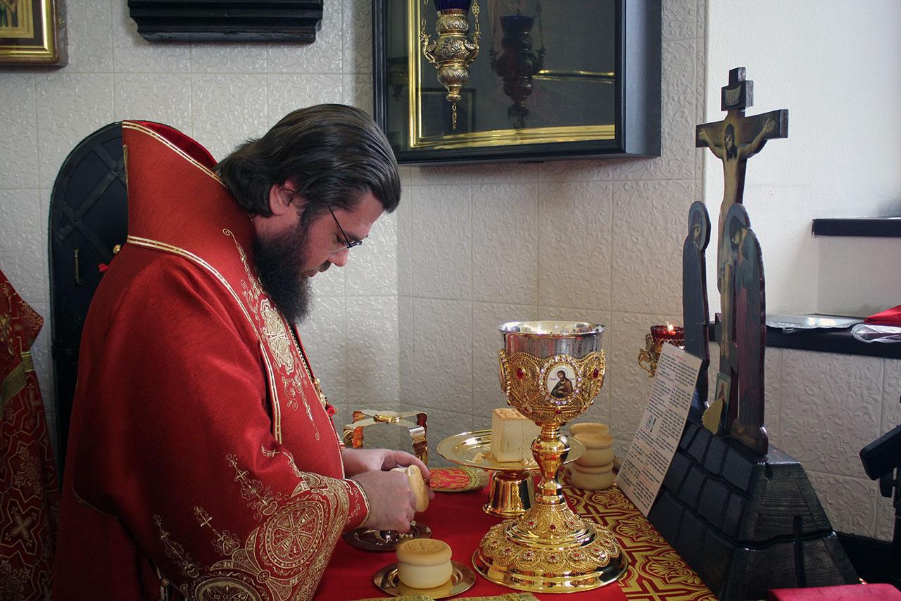 Епископ Сергиево-Посадский Фома совершил Литургию в храме Усекновения главы Иоанна Предтечи в Братеево