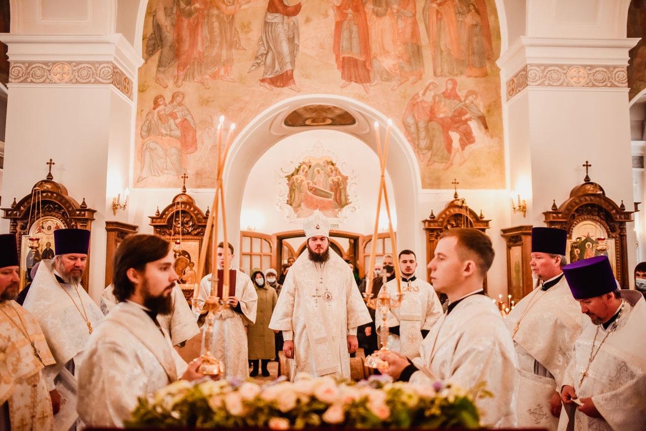 Управляющий Южным викариатством возглавил Литургию в храме Живоначальной Троицы в Борисове