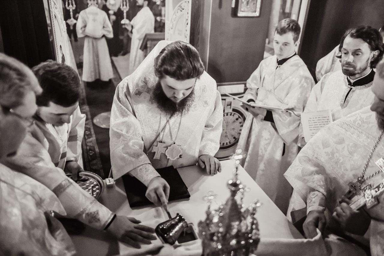 Епископ Сергиево-Посадский Фома совершил чин Великого освящения храма прп. Серафима Саровского на Покровском кладбище