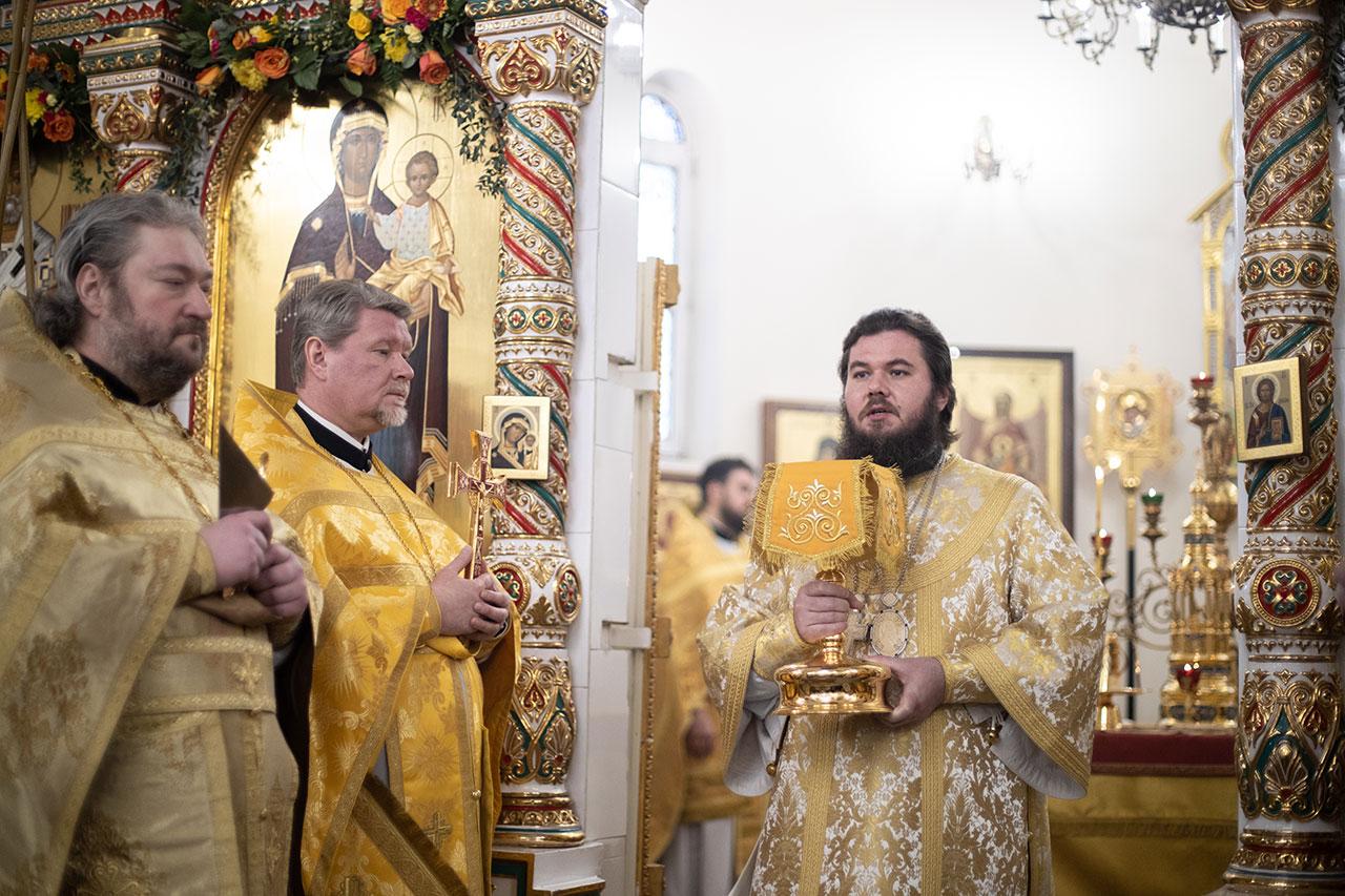 Управляющий Южным викариатством совершил Литургию в храме святителя Спиридона Тримифунтского в Нагатинском Затоне