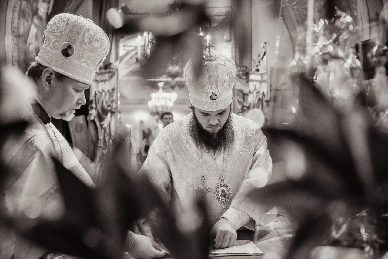 Епископ Фома совершил заупокойную Литургию в храме Ризоположения на Донской
