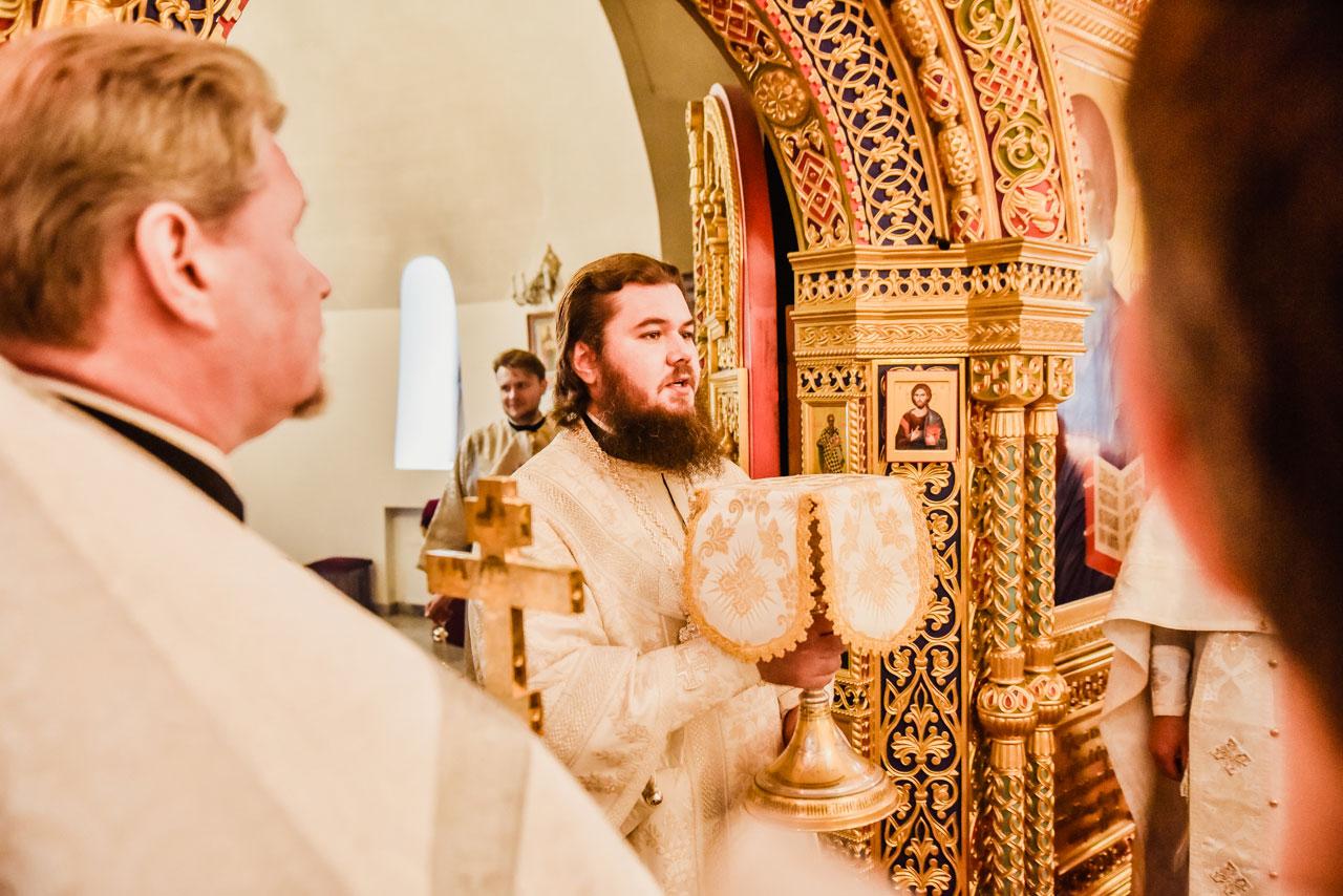 Управляющий Южным викариатством совершил Литургию в храме Покрова Пресвятой Богородицы в Орехове-Борисове