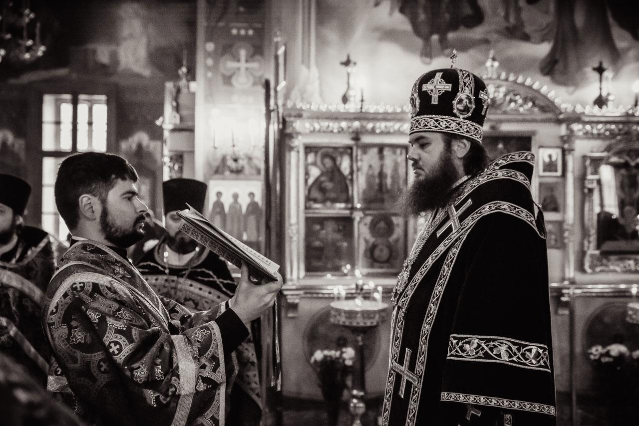 Епископ Фома совершил Литургию Преждеосвященных Даров в храме Воскресения Словущего