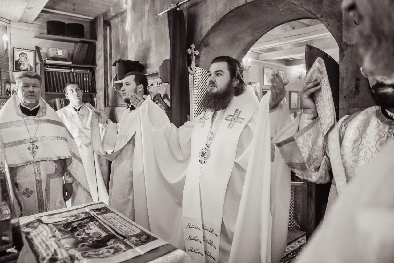 Епископ Фома совершил Литургию в храме святителя Митрофана Воронежского