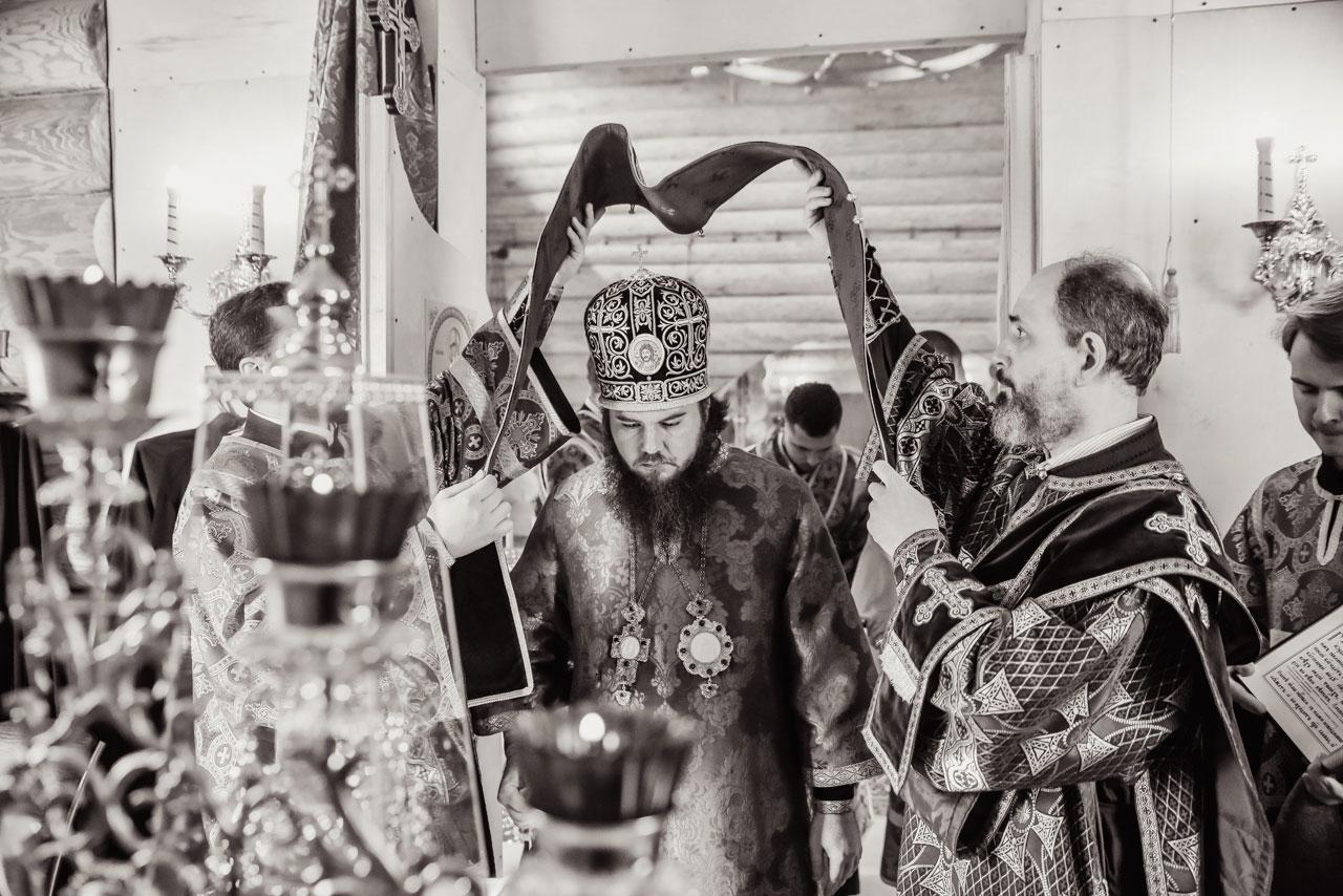 Епископ Фома совершил Литургию Преждеосвященных Даров в храме святого Феодора Ушакова в Нагорном
