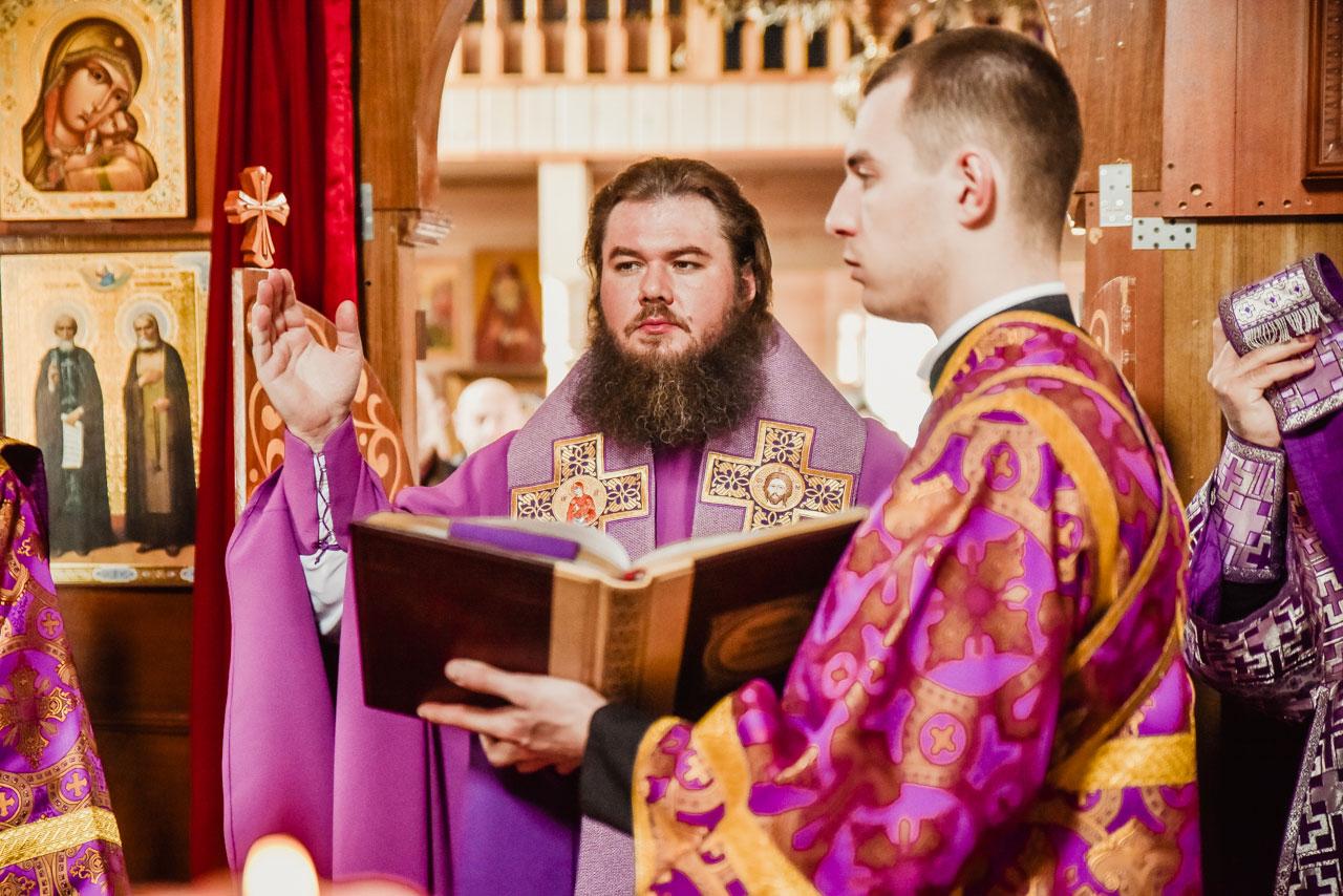 Епископ Фома совершил Литургию Преждеосвященных Даров в храме иконы Божией Матери «Достойно есть» в Бирюлёве