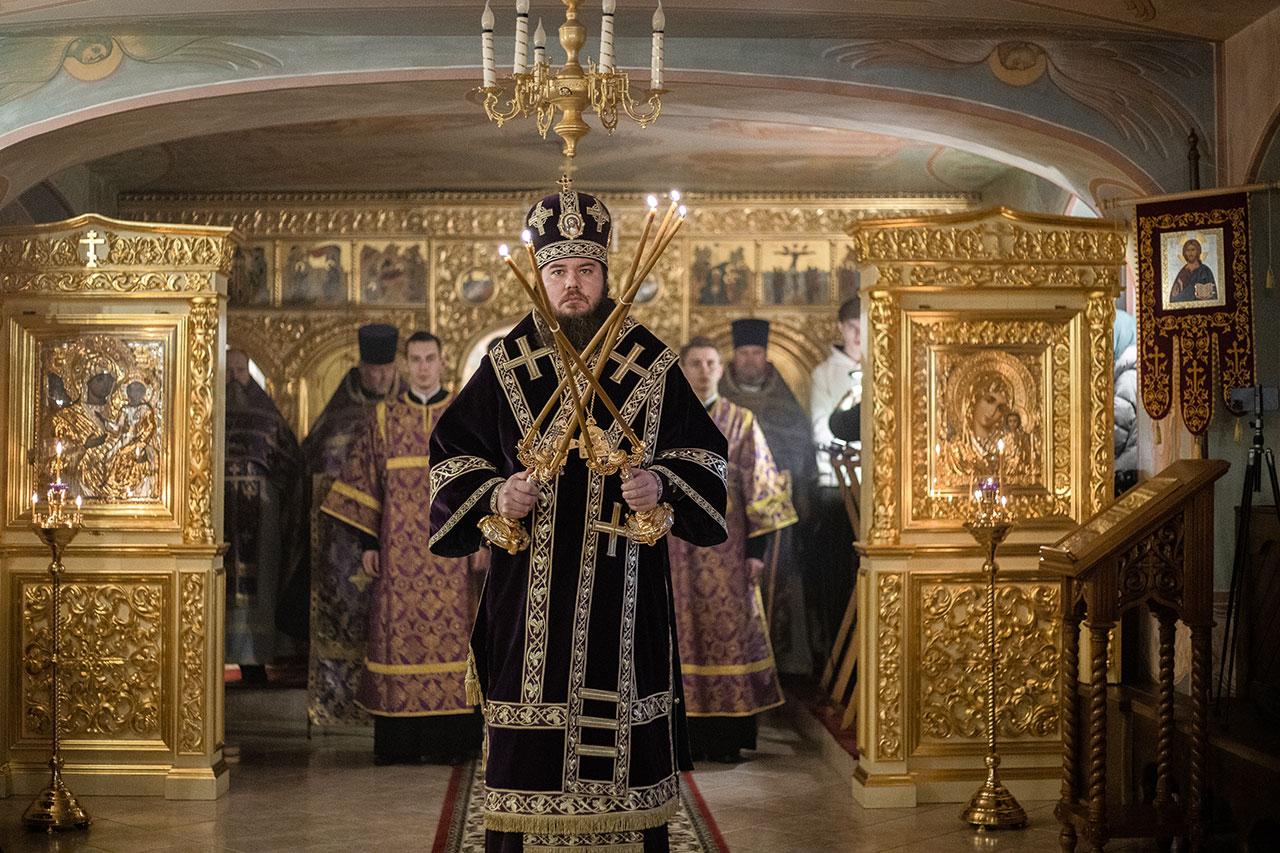Епископ Фома совершил Литургию Преждеосвященных Даров в храме Смоленской иконы Божией Матери при МИФИ