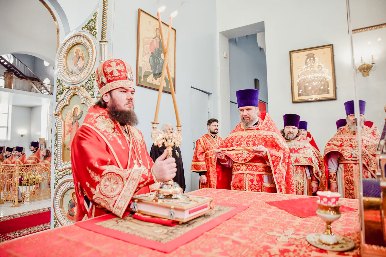 Епископ Фома совершил Литургию в храме иконы Божией Матери «Державная» в Чертанове