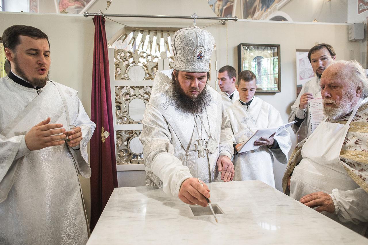 Епископ Фома совершил великое освящение храма в честь свт. Николая Чудотворца на Даниловском кладбище