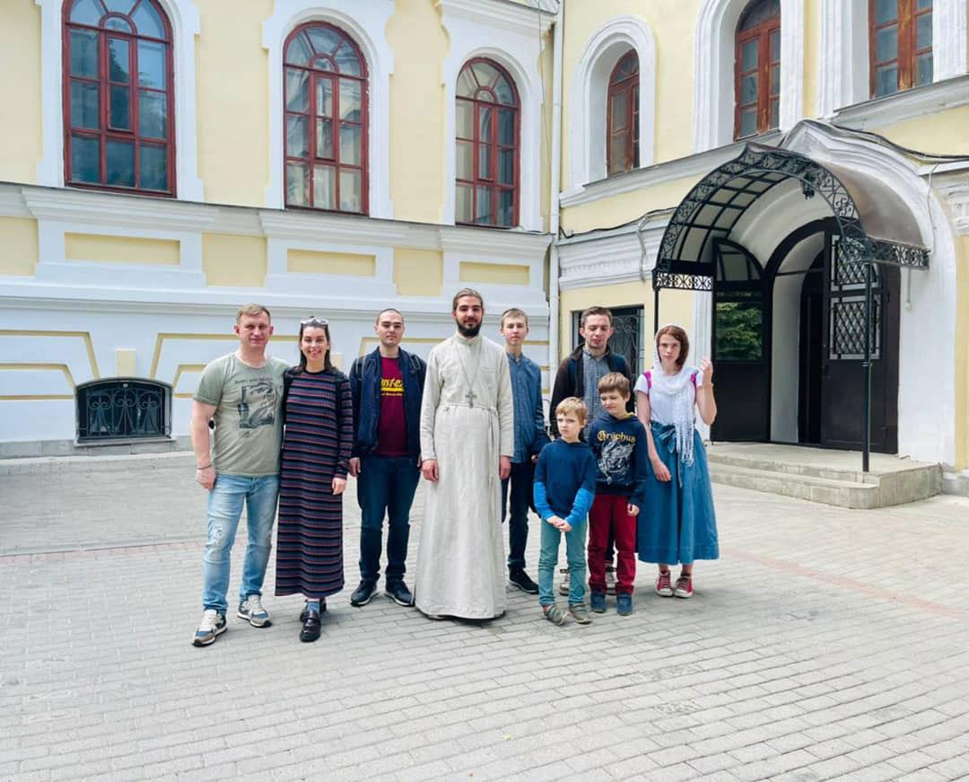 Молодёжь из храма свт. Николая в Бирюлеве совершила паломническую поездку во Владимир