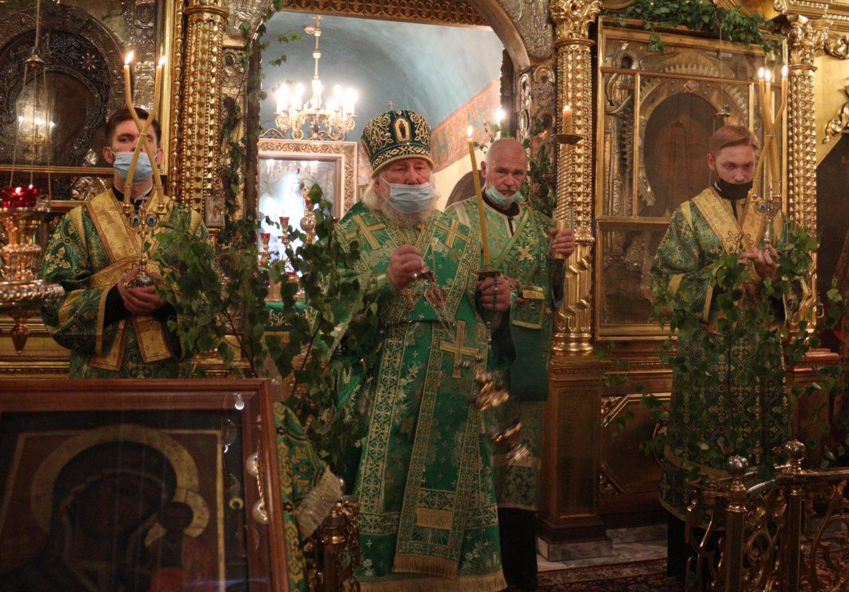 Торжественное богослужение посвященное празднику Пресвятой Троицы