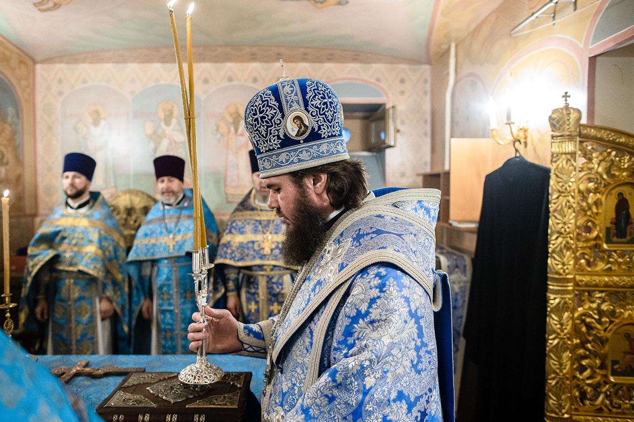Епископ Фома совершил Божественную литургию в храме Смоленской иконы Божией Матери при НИЯУ МИФИ