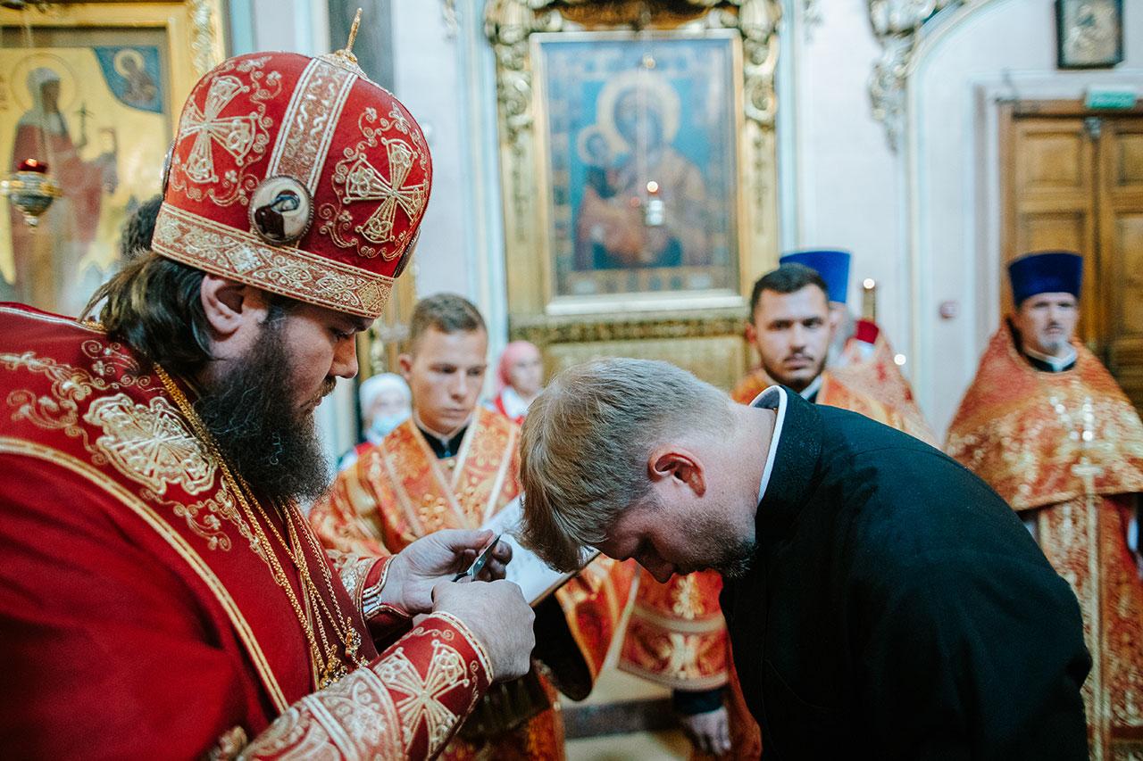 Епископ Фома на Литургии совершил диаконскую хиротонию в храме Ризоположения на Донской