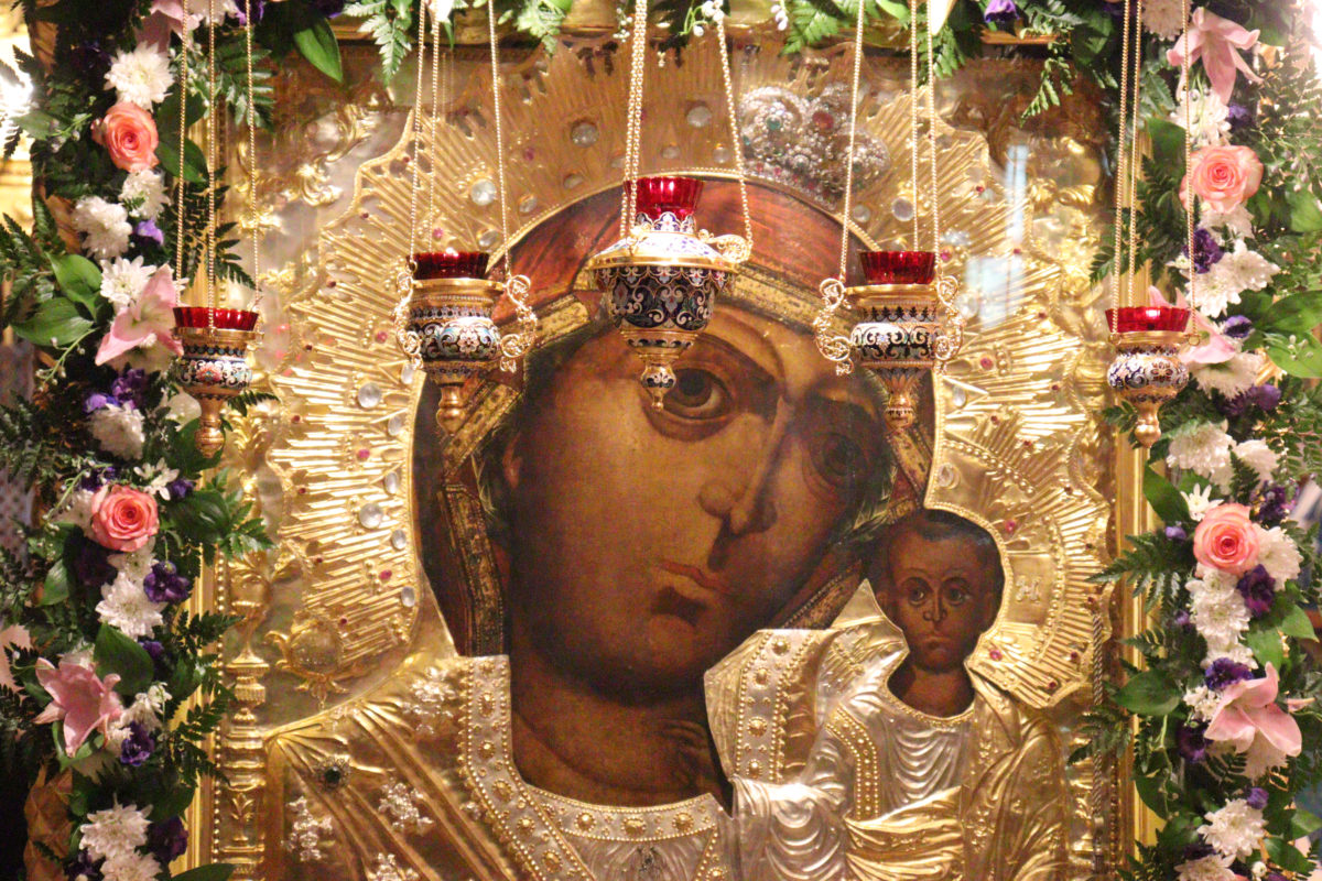 В день явления иконы Пресвятой Богородицы во граде Казани, преосвященный епископ Гурий возглавил праздничное богослужение