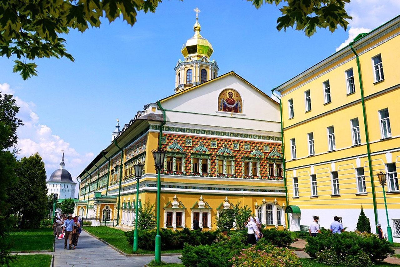Московская духовная академия приглашает на обучение в старейшем духовном учебном заведении, расположенном в Свято-Троицкой Сергиевой Лавре