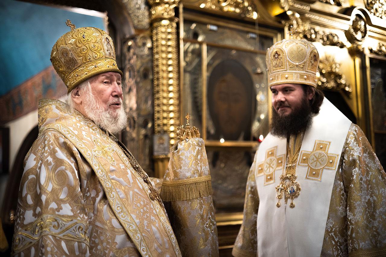 Епископ Фома совершил Литургию в храме Казанской иконы Божией Матери в Коломенском