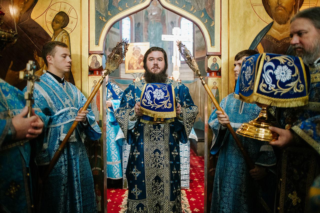 Епископ Фома совершил Литургию в храме Рождества Пресвятой Богородицы в Старом Симонове